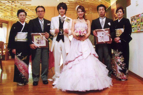 幸せ贈呈写真<結婚式両親のプレゼント・披露宴の記念品・贈り物